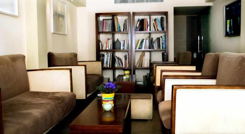 ספרייה מלון ארט גלרי חיפה