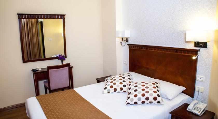 מיטה זוגית מלון ארט גלרי חיפה