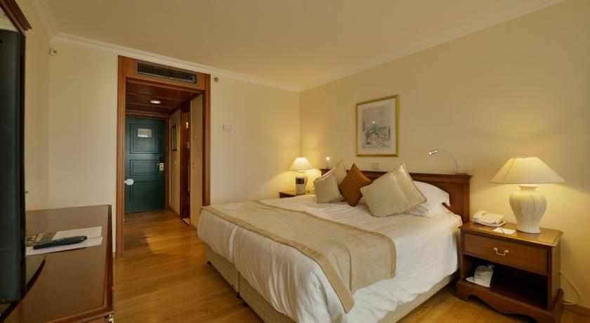 מיטה זוגית מלון יערות הכרמל