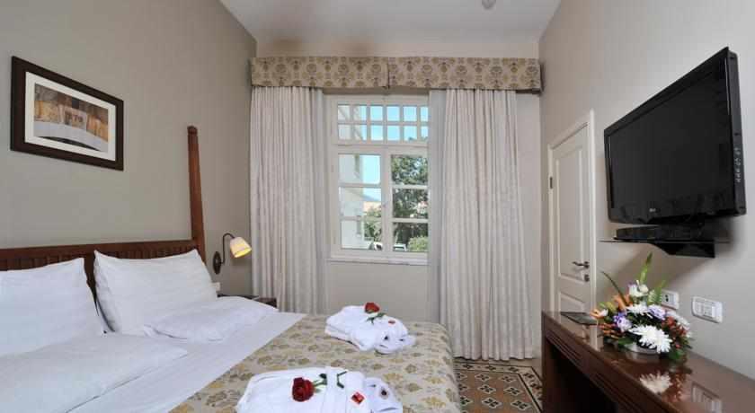 מיטה זוגית מלון קולוני חיפה