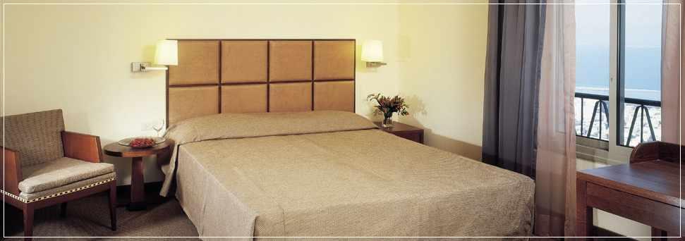 חדר זוגי נוף לים מלון גני דן בחיפה