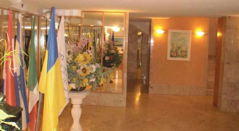 לובי מלון מרום חיפה