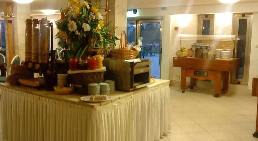 חדר אוכל מלון מרום חיפה
