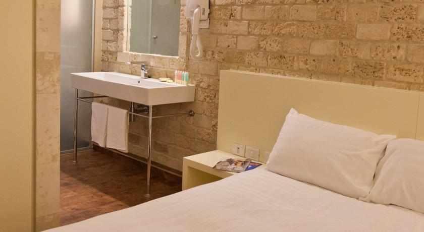 חדר סטנדרט במלון טמפלרס חיפה