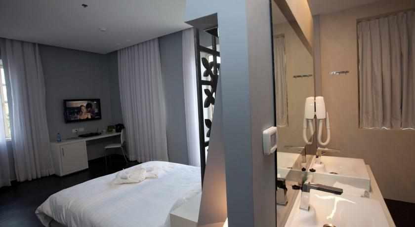 חדר מאובזר מלון טמפלרס חיפה