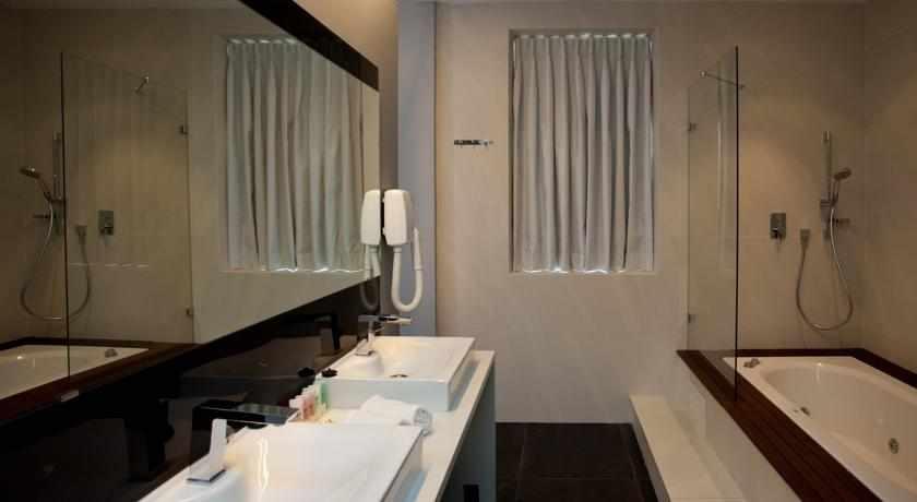 אמבטיה מלון טמפלרס חיפה