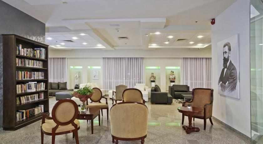 פינת ישיבה מלון תיאודור בחיפה